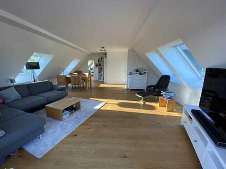 Neuwertige 4-Zimmer-Penthouse-Wohnung mit Balkon, Loggia und EBK in Brück, Köln