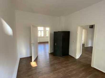 Sanierte 4-Raum-Wohnung mit 2 Balkoen in Fürth