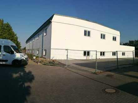 Hallen-Büro und Verkaufsflächen in 1A-Lage zu vermieten