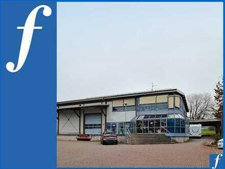 Rampe * ebenerdiges Tor * Ausstellungs-, Verkaufs- und Büroflächen * 10 Stellplätze u. Carport