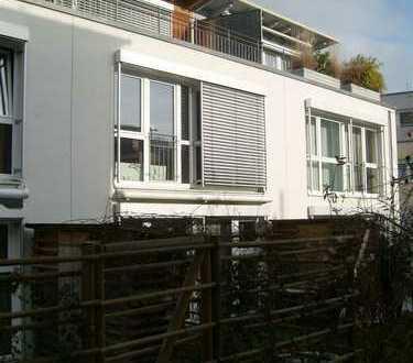 Helles Reihenmittelhaus mit tollem Studio und Dachterrasse! PROVISIONSFREI!