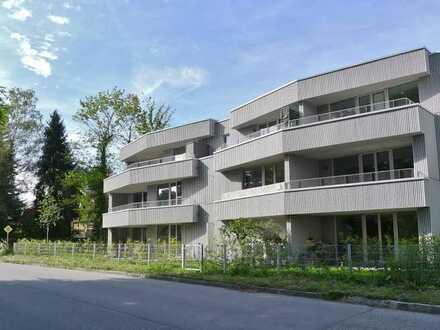 GELB IMMOBILIEN - Neuwertiges, möbliertes Apartment mit herrlichem Südwest-Balkon & TG- Einzelparker