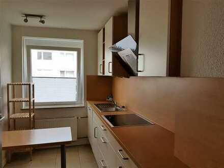 Ruhige und modernisierte 3-Zimmer-Hochparterre-Wohnung mit Balkon und Einbauküche in Bremen-Neustadt