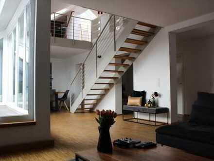 Hochwertige Galeriewohnung mit Balkon in zentraler Lage