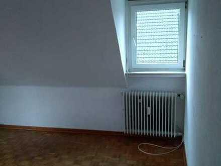 20qm Zimmer in Altbau-3er-WG
