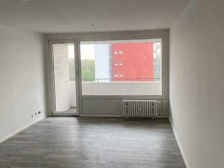Erstbezug nach Sanierung! 4- Zimmer- Wohnung zu vermieten