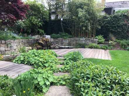 Traumhaus mit gut angelegtem Garten und Terrassen - mit Wasserfall, Sonnensegel, Garage ...
