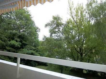 Helle 2 Zi. Wohnung mit Wohnküche, EBK, Balkon und Lift in sehr ruhiger Lage