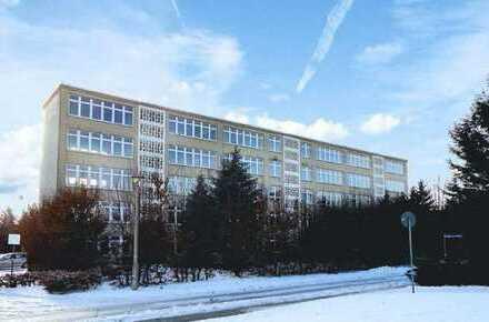 Ehemaliges Schulgebäude mit 10000 m² Grundstück direkt vom Eigentümer zu verkaufen
