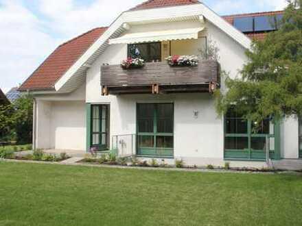 Großzügige Wohnung, 3-4 Zi. mit großem Garten in attraktiver Berglage