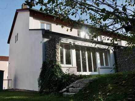 Schönes Reiheneckhaus mit hellen Räumen, in guter Lage in Eichstätt/Rebdorf zu vermieten.