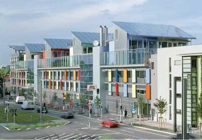 Kreatives, erfolgreiches Schaffen in repräsentativer Solararchitektur
