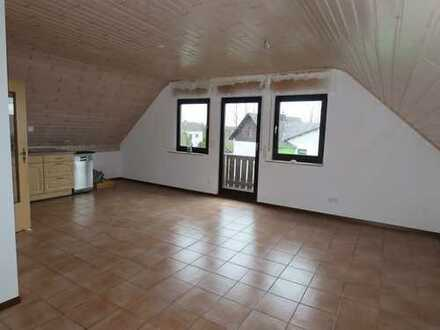 Renovierte Dachgeschosswohnung mit Balkon und idyllischem Garten in ruhiger, ländlicher Lage