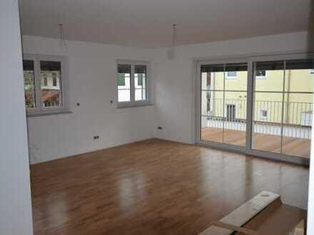 Neuwertig: Großzügige 3-Zimmer-Wohnung mit Bestausstattung in attraktivem Neubauanwesen