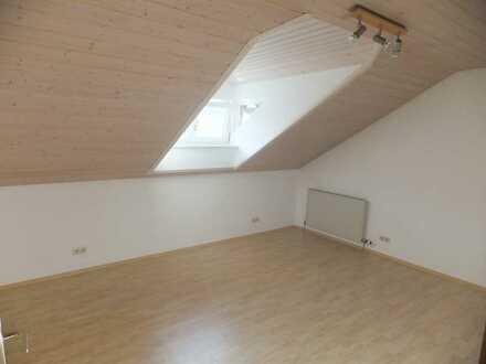 Renovierte 2-Raum-DG-Wohnung mit Einbauküche in Schramberg