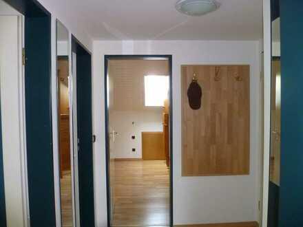 Gepflegte 2-Zimmer-Dachgeschosswohnung mit Balkon und EBK in Delmenhorst