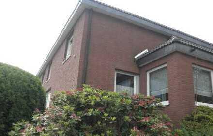 Bochum, Nähe Ruhruniversität, ruhige, gemüdliche Wohnung im I.OG mit Dachschräge, Südbalkon, ren.