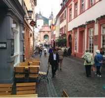Schöne, große vier Zimmer-Wohnung mitten in der Heidelberger Altstadt mit Balkon und EBK