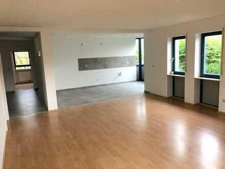 Erstbezug nach Renovierung - Garten, 3 Zimmer, Bad, Gäste-WC, Offene Küche & Wohnzimmer...