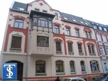 Schöne helle Dachgeschosswohnung mit EBK, Balkon
