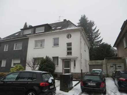 Attraktive, gepflegte 2,5-Zimmer-Dachgeschosswohnung in Essen