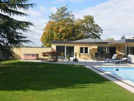 Excl. Bungalow in TOP Lage mit Pool