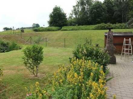 Neusaniertes Schmuckstück mit Eigenheimflair - 2 Bäder - Terrasse und Garten - moderne Bodenbeläge -