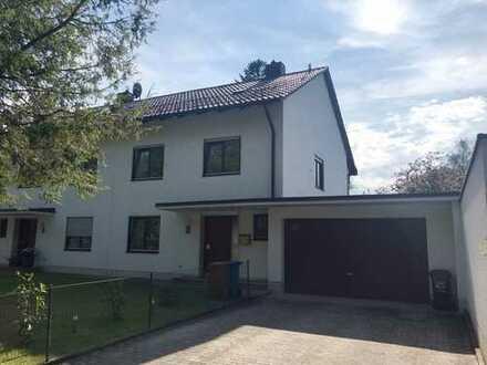 Ruhige frisch renovierte Doppelhaushälfte mit Garten in Obermenzing