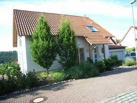 Schönes gepflegtes Haus mit fünf Zimmern und TRAUMSICHT in Bad Dürkheim (Kreis), Neuleiningen