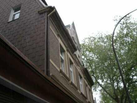 Gepflegtes 9-Fam.Haus mit 3 Garagen und großem Grundstück in HERNE-Horsthausen