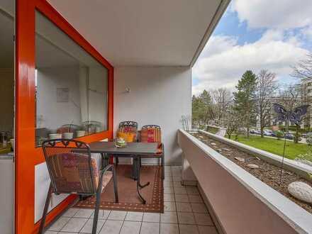 Zum Sofortbezug - Helles Apartment mit großer Loggia in Laim