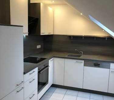 Günstige 5-Zimmer-Dachgeschosswohnung mit EBK in Adelsdorf