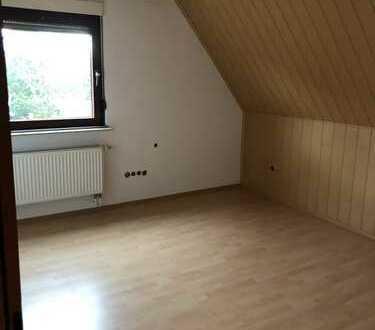 Gepflegte 4-Zimmer-Dachgeschosswohnung mit Balkon und Einbauküche in Bietigheim