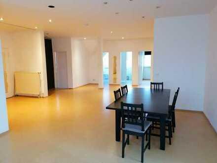 5-Zimmer-DG-Wohnung in Nittendorf