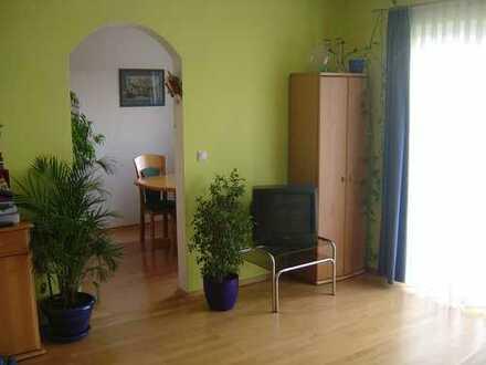 In Freising: Gepflegte Wohnung mit drei Zimmern und Balkon