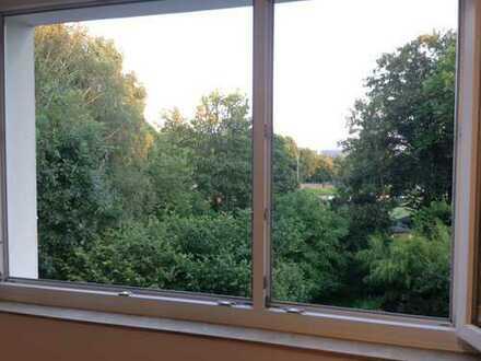 Helle 2,5 Zimmer Wohnung in zentraler Lage mit Blick ins Grüne