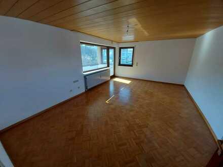 Gepflegte 3,5-Raum-Wohnung mit Balkon und Einbauküche in Pfullingen