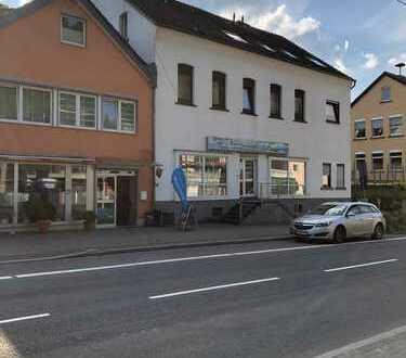 Overath *** - 4-Parteie Wohn-Geschäftshaus + Gewerbeeinheit + 6 Pkw-Stellplätze