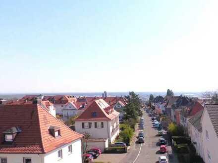 Genießen Sie den traumhaften Aussichtsplatz in NW-Hambacher-Höhe in 3-Zimmer-ETW mit Außenstellplatz