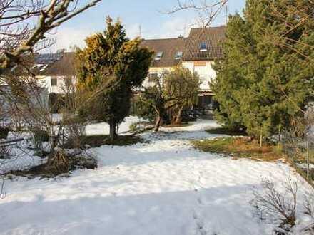 Nürnberg(Stadtt. Gaulnhofen): RMH m. EBK (ohne Ablöse od. Ausbau), Garten u. Gara. i. ruh./grüner L.