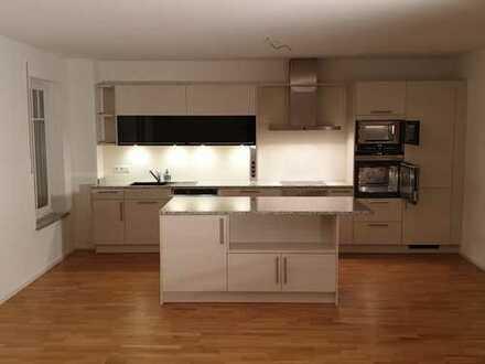 Sehr schöne helle 3 Zimmer Wohnung im EG mit SÜD Terrasse