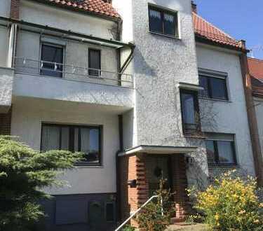 Stuttgart-West: Markantes und großes Reihenmittelhaus in sehr guter Wohnlage