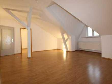 Wunderschöner Altbau, tolle Dachgeschosswohnung mit neuer Luxus - EBK, zentrale aber ruhige Lage