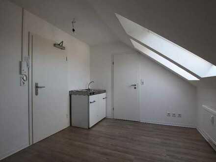 Ideal für Studenten! Dachgeschoss-Wohnung im Zentrum von Emden!!