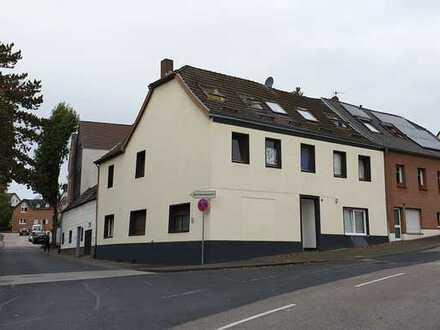 Attraktives 17-Zimmer-Spezialgebäude in Brühl an eine GmbH