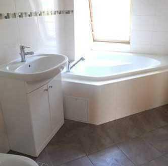Gemütliche 3 Zimmer Dachgeschosswohnung mit Einbauküche in Crimmitschau zu vermieten !