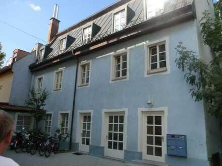 Rückgebäude mit 4 Wohnungen in München, Ludwigsvorstadt gegen Gebot: Mindestgebot 2.550.000,--