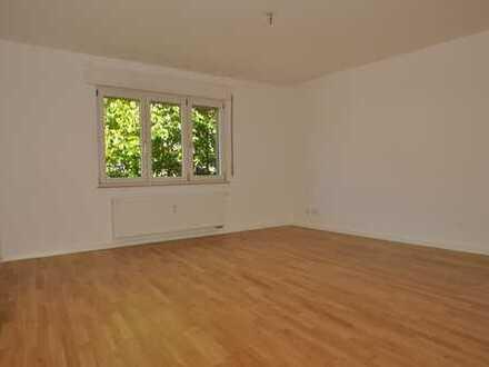 2-Zimmer Wohnung mit großem Balkon und Aufzug in der Freiburger Oberau, komplett saniert