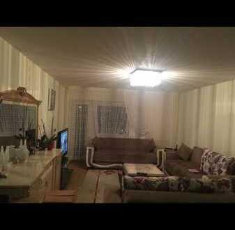 Preiswerte, geräumige und gepflegte 3,5-Zimmer-Wohnung mit Balkon und EBK in Lottstetten