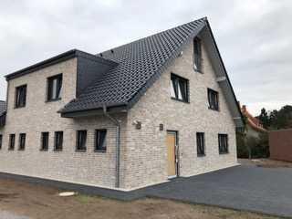 Komfortable Doppelhaushälfte mit Carport und Abstellraum